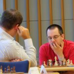 GM Dimitrios Mastrovasilis an Brett 1 gegen GM Milos Jirovsky