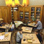 die Halbwüchsigen mit Elmer Pekrul in der Bibliothek